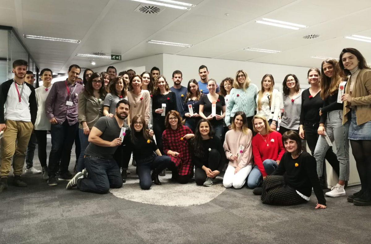 En Arena Media Barcelona este Sant Jordi regalan #MésQueUnaRosa con Arrels Fundació