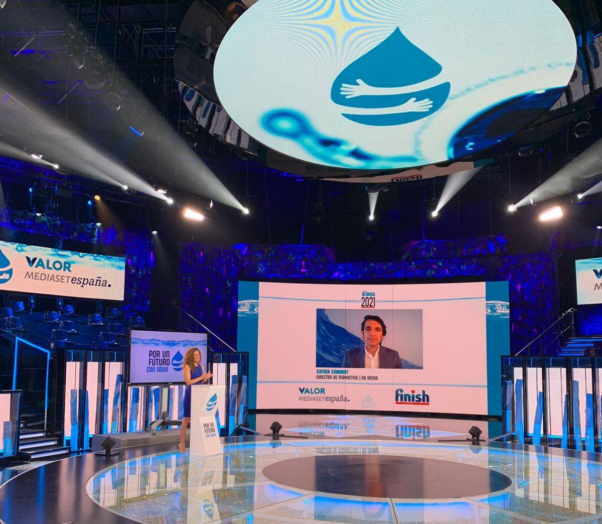 Finish y Mediaset España renuevan su alianza #PorUnFuturoConAgua y la marca donará 5 litros de agua a la FESBAL por la compra de cada pack de producto